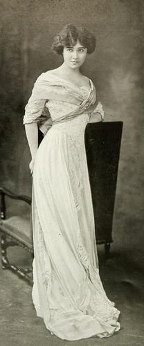 I love this style, have been looking for ages for this type -- robe de diner 1909 | Flickr - Photo Sharing!