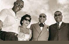"""Donga, Ângela Maria, João da Baiana e Pixinguinha em 1957, na festa de 40 anos do 1° samba, """"Pelo Telefone"""".   Veja também: http://semioticas1.blogspot.com.br/2011/08/tem-sambafoto-dos-bambas-cascata-donga.html"""