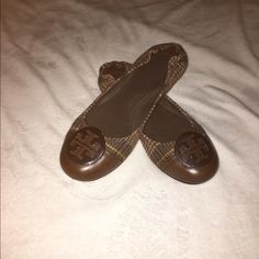Tory burch flats final price In great condition I yes had them clean. Tory Burch Shoes Flats & Loafers