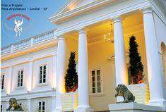 Molduras em EPS (isopor) Beiral, guarnição de janelas, colunas... Mansions, House Styles, Home Decor, Window Trims, Columns, Top Coat, Renovation, Shades, Facades