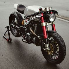 Ready to race: Sacha Lakic's CX500 cafe racer