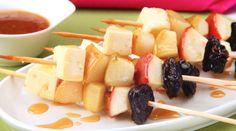 Espetinhos de frutas ao molho de mel