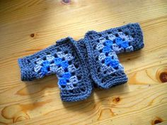 Vestje van twee zeshoekige granny's / Cardigan out of two hexagonal granny's by evanstra, via Flickr
