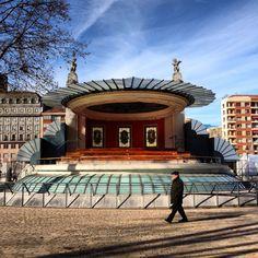 Bilbao a través de Instagram en 100 fotografías_www.bilbaoarchitecture.com Bilbao, Basque Country, Zen, Instagram, Mansions, House Styles, Yule, The World, Places To Visit