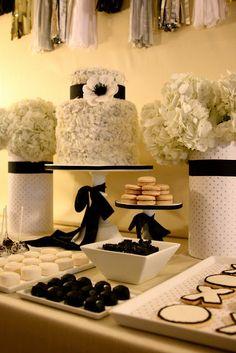 Black and White Dessert Table - Divine Party Concepts - Desserts 🍨 White Dessert Tables, White Desserts, Black And White Wedding Theme, Black White Parties, Desert Bar, Lavender Cake, White Bridal Shower, Cake Cover, Gold Party