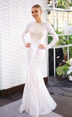 Absolutely gorgeous gown on Giuliana Rancic. She is such an amazing woman strong and intelligent as well as beautiful.