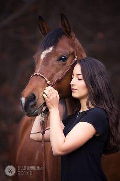 Professionelle Pferdefotografie: Die Seele Ihres Pferdes, liebevoll in Szene gesetzt und auf feinsten Papieren verewigt. Raum München, Rosenheim, Ebersberg.