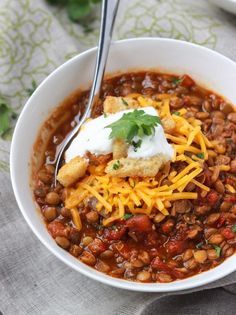 Meatless Monday never tasted so good! Hearty and chunky lentil chili much healthier than your traditional chili but tastes exactly like your favorite bowl of ground beef chili!  littlebroken.com @littlebroken #meatlessmonday #vegetarian #chili