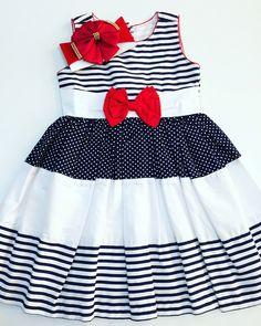 Vestido Branco Com Azul Marinho e Laço Vermelho. Tecido: Algodão. TAMANHO 3 ANOS: MEDIDA DO VESTIDO: 59 CM COMPRIMENTO 54 CM DE CINTURA