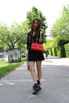 On a weekly basis blogger Lizzy van der Ligt shares an outfit post with the Dutch Vogue website. Last week she was happy to leave the house bare legged in this Maison Scotch dress. http://www.lizzyvdligt.com