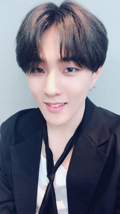 Ikon is the type of. Yg Entertainment, Bobby, Rapper, Winner Ikon, Kim Jinhwan, Ikon Debut, Hip Hop, Boy Idols, Fandom