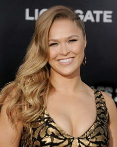 Ronda Jean Rousey is an American mixed martial artist, judoka, and actress. Rousey was the first U. woman to earn an Olympic medal in judo at the 2008 Summer Olympics in Beijing. Ronda Rousey Pics, Ronda Rousey Hot, Ronda Jean Rousey, Rowdy Ronda, Cool Photos, Amazing Photos, Summer Olympics, Judo, Mma