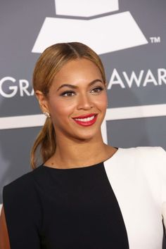 Beyonce shines in a sleek ponytail at the Grammys. Get the look: http://www.latest-hairstyles.com/celebrities/grammy-awards.html