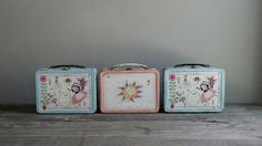 super sweet metal lunch box with darling illustrations. + this listing is for one lunch box as shown in pics [ x x ] Ribbon Organization, Vintage Lunch Boxes, Metal Lunch Box, Cookie Jars, Old And New, Tea Pots, Retro Vintage, Canisters, Handmade
