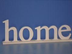 Fabricante letras corporeas: Palabra Home con base de encastre.