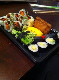 """""""Vegan bakki af sushi frá Sushibarnum, Laugavegi. Frábær þjónusta og starfsfólk veit hvað vegan þýðir. Mæli með að biðja um vegan grænmetismixið."""" - Sara Ingvarsdóttir"""