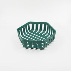 Korg is an everyday basket designed for fruits and vegetables. It is uniquely structured with lines throughout the product which appears in a geometry form. Pinterest Instagram, Design Art, Line Design, Design Industrial, 3d Prints, Shape And Form, Minimalist Design, Textures Patterns, Furniture Design