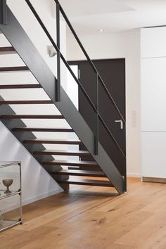 Inventive Staircase Design Tips for the Home – Voyage Afield Outside Stair Railing, Iron Staircase Railing, Rustic Staircase, Interior Stair Railing, Stair Railing Design, Wooden Staircases, Railing Ideas, Steel Stairs, Modern Stairs