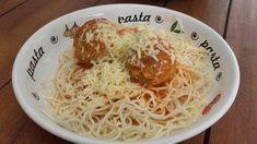 Zapečené mäsové guličky v paradajkovej omáčke so špagetami Spaghetti, Ethnic Recipes, Food, Meals, Yemek, Noodle, Eten