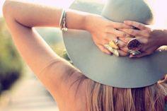 big rings and summer hats Summer Of Love, Summer Girls, Summer Beach, Hippie Rings, Floppy Hats, Big Rings, Beach Accessories, Love Hat, Summer Hats