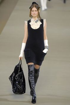 Chanel Fall 2006 Ready-to-Wear Fashion Show - Angela Lindvall