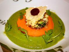 Quinoa croquant, crème de petit pois et feuilles de roquette