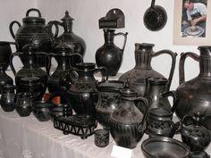 Beautiful Hungary: Nádudvar kerámia, ceramics from Nádudvar Gothic Interior, Heart Of Europe, Pottery Marks, Black Clay, My Roots, Folk Music, My Heritage, Folk Art, Traditional