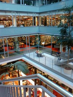 Dussmann das KulturKaufhaus - music, books and souvenirs - all under one roof