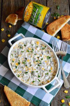Salata cu piept de pui, porumb si maioneza - CAIETUL CU RETETE Cheeseburger Chowder, Food And Drink, Soup, Recipes, Diet, Italia, Eten, Soups, Recipies