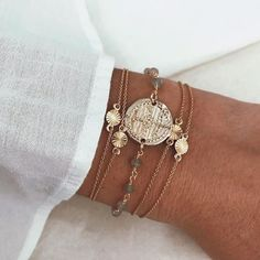 The sterling silver bracelets have been popular amongst women. These bracelets are offered in different shapes, sizes and designs. Pendant Jewelry, Gold Jewelry, Jewelery, Fine Jewelry, Women Jewelry, Fashion Jewelry, Gold Bracelets, Trendy Jewelry, Ankle Bracelets