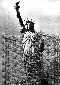 Andamiaje para el mantenimiento de la estatua de la libertad en los años 80 vía Twitter @ETSIC_UPM @solestudiosing