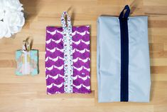 Purses,bags Sew Lay Flat Shoe Storage Bags - great for travel, organization, and more! Sewing Tutorials, Sewing Projects, Clutch Bag Pattern, Shoe Storage Bags, Christmas Sewing, Christmas Gnome, Christmas Projects, Quilt Patterns Free, Bag Patterns