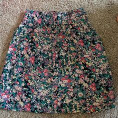 Floral skirt Elastic waist. Has lining. Tag ripped out, likely Size s Skirts Mini