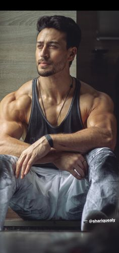 fitness no pain no gain homme musculation muscles thé modèles Bollywood Actors, Bollywood Celebrities, Bollywood Couples, Indian Celebrities, Tiger Shroff Body, Salman Khan Photo, Bodybuilding, Look Body, Bollywood Pictures