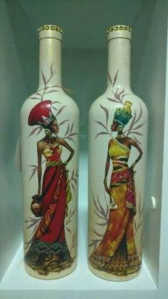 Wine bottle decoupage art - Quilling Deco Home Trends Wine Bottle Design, Wine Bottle Art, Painted Wine Bottles, Diy Bottle, Beer Bottle, Vodka Bottle, Bottle Vase, Wine Bottle Centerpieces, Glass Bottle Crafts