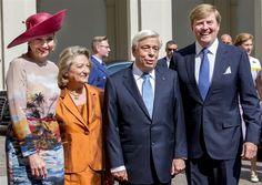 DEN HAAG - De Griekse president Prokopis Pavlopoulos is maandagmorgen in Den Haag door koning Willem-Alexander en koningin Máxima verwelkomd bij Paleis Noordeinde. Na de begroeting aan de voorzijde was er een korte militaire ceremonie met inspectie van de erewacht aan de tuinzijde. (Lees verder…)