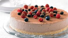 No Bake scrumptious chocolate cheesecake covered in fresh berries? The same cheesecake with no baking required is definitely one step better. No Bake Chocolate Cheesecake, Best Cheesecake, Baking Recipes, Dessert Recipes, Party Recipes, Chef Recipes, Recipies, Springform Cake Tin, Baked Cheese