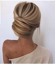 Love this elegant hair style.  So nicely pulled back with out a lot of fuss. #hairstye #charleston # wedding #bride #updo #whitedress #engaged Wedding Hairstyles With Veil, Wedding Updo, Short Wedding Hair, Bride Hairstyles, Trendy Wedding, Pinterest Hair, Hairstyle Look, Haircuts, Hair Care Tips