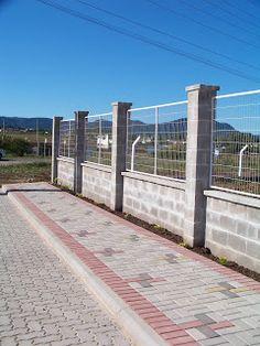 Prontomix Blocos e Pavimentos de Concreto: Como fazer um muro com Blocos de Concreto? House Fence Design, Modern Fence Design, Gate Design, Fence Landscaping, Backyard Fences, Compound Wall Design, Paving Design, Garden Landscape Design, Deck