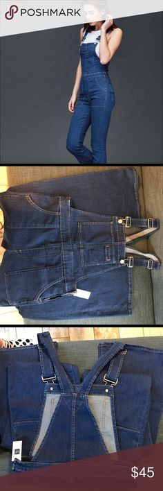Gap Highwaist Flare Overalls Brand new. I am too short to rock this awesome look but I love it! I think it looks super cute with a soft tee crop top. Anime Play, Overalls, Shorts, Gap Jeans, Flare Jeans, Bell Bottom Jeans, Wide Leg, Super Cute, Brand New