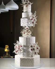 Extravagant Wedding Cakes, Big Wedding Cakes, Luxury Wedding Cake, Amazing Wedding Cakes, Wedding Cake Stands, Wedding Cake Decorations, Elegant Wedding Cakes, Wedding Cake Designs, Dream Wedding