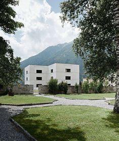 Valerio-Olgiati-.-National-Park-Centre-.-Zernez-5.jpg (903×1066)