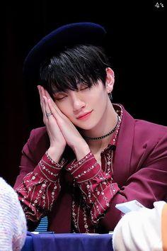 """슈's on Twitter: """"190126 상암팬싸 @pledis_17 러블리뽀이 슈아 항상 행복하자 행복하자 😌 #세븐틴 #SEVENTEEN #JOSHUA #조슈아 #홍지수… """" Hip Hop, Christ, Joshua Seventeen, Hong Jisoo, Joshua Hong, Nct, Ji Soo, Monsta X, Boy Groups"""