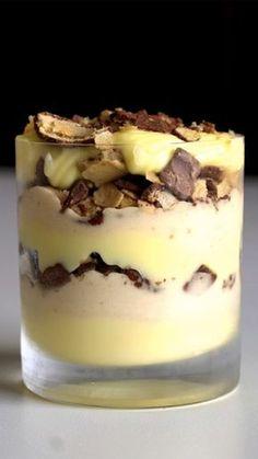 How to make Pave Sonho De Valsa. Chocolate Flavors, Chocolate Recipes, Just Desserts, Dessert Recipes, Tasty, Yummy Food, Comfort Food, Mets, Macaron