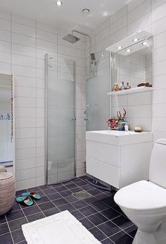 Shower screen that folds away