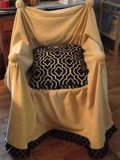 Camp chair - no link, just a picture. Tennis balls on a folding camp chair?