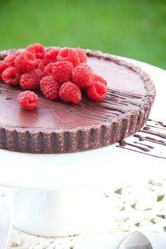 30-minute deliciously decadent Cacao Raspberry Tart #healthy #vegan #cacao #raspberry #recipe #dairyfree #sugarfree #glutenfree #begoodorganics