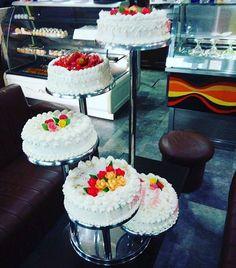 5 Spin stairs Wedding Cake - Europa Dessert Bar #cakes #cake #cakestagram #caramel #caramelcakes #caramelcake #embelsire #embelsira #torte #kuzhina #birthdaycake #kuzhinashqiptare #supertorta #ditelindja #vanillacake #colorcake #colorcakes #sweetcake #sweetcakes #specialcakes #towercakes #roller #rollercake #weddingcake