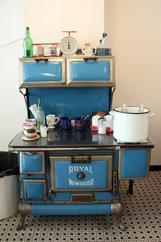 51 Best Ideas For Wood Kitchen Blue Stove Wood Burning Cook Stove, Wood Stove Cooking, Kitchen Stove, Mini Kitchen, Kitchen Wood, Antique Wood Stove, How To Antique Wood, Vintage Wood, Vintage Kitchen