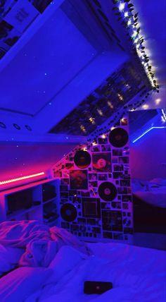 Neon Bedroom, Indie Bedroom, Indie Room Decor, Cute Bedroom Decor, Room Design Bedroom, Teen Room Decor, Room Ideas Bedroom, Bedroom Inspo, Bedroom Wall